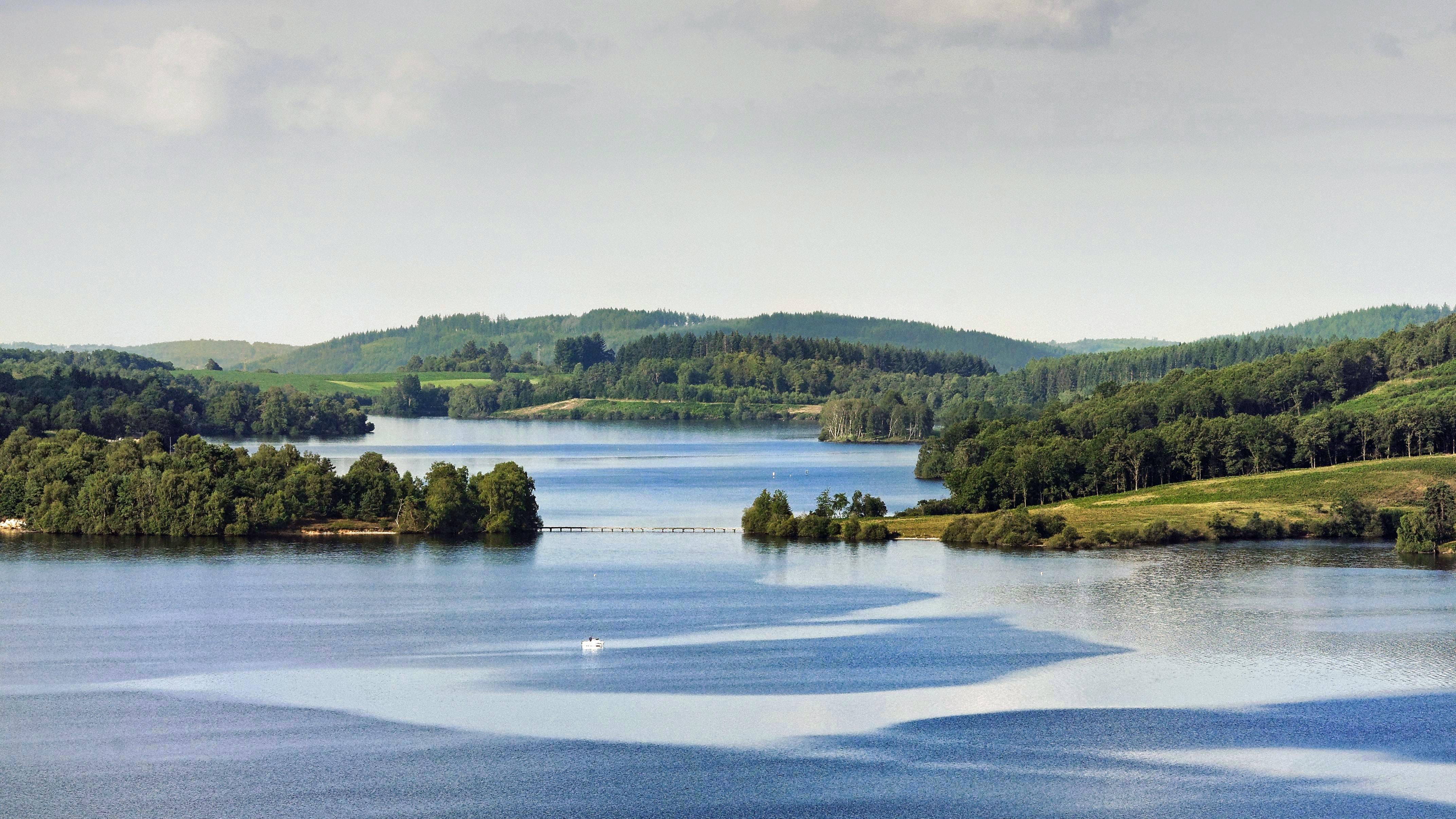 Lac_de_Vassiviere-min